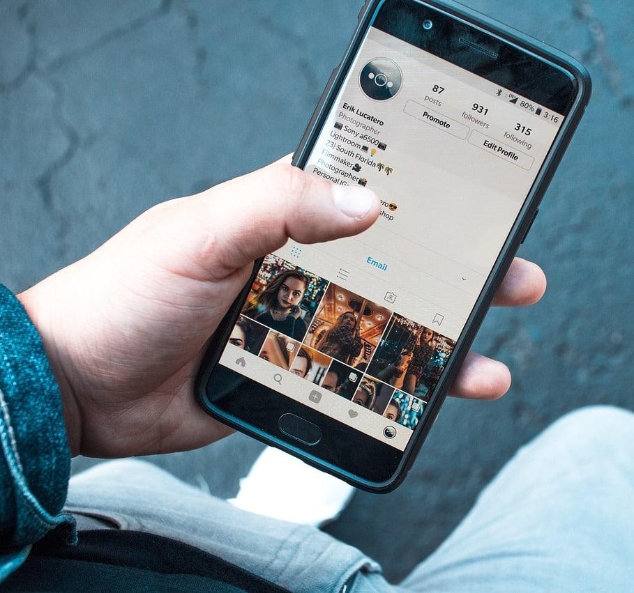 Süßer kleiner Spion: Auch Handy-Spionage kann gefährlich werden
