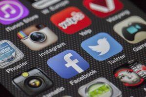 Datenleck auch auf Facebook und Twitter